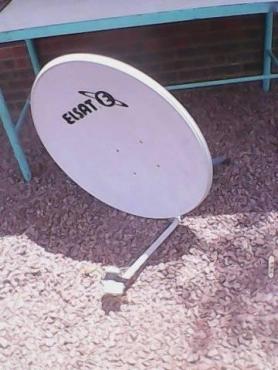 Sateliet skotel met ogie en brakets