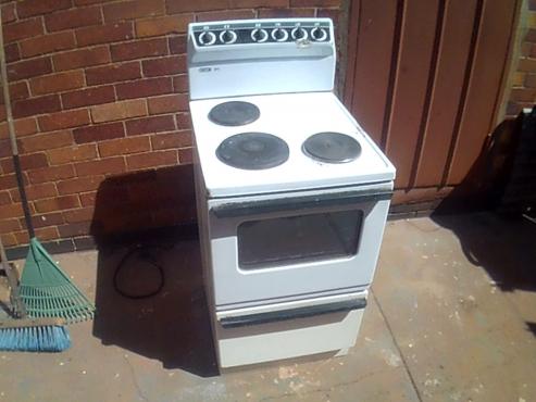 Stove 3 plate plus oven