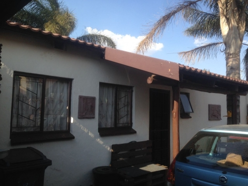 Beautiful secure 2 bedroom townhouse to let in Krugersdorp