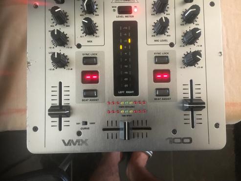 Behringer VMX 100 mixer