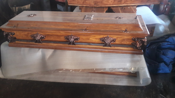 Coffins & Caskets (wood)