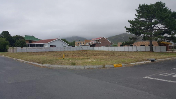 LARGE PRIME CORNER PLOT FOR SALE IN KLEINMOND