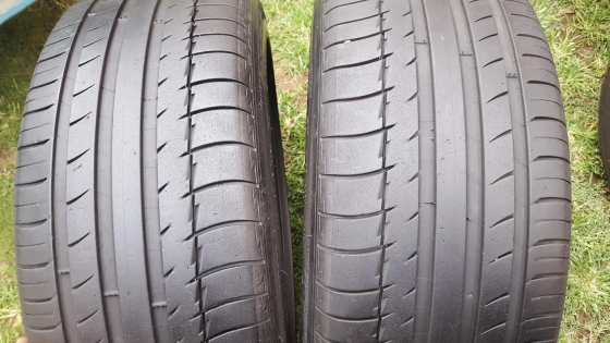Two genuine 70% Tread 245/45/20 Continental Cross Contact LX tyres fits Evoque Range Rover Sport