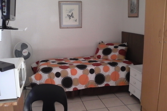 Single Deluxe Furnished Room to rent with meals - Germiston