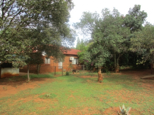 Large farm with all amenities just 15km west of Preotria.