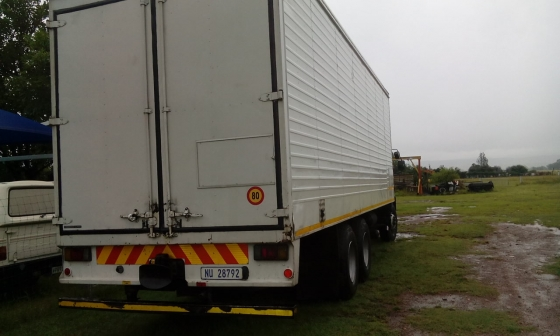 2008 Isuzu fvz 1400 and 2013 pub trailer