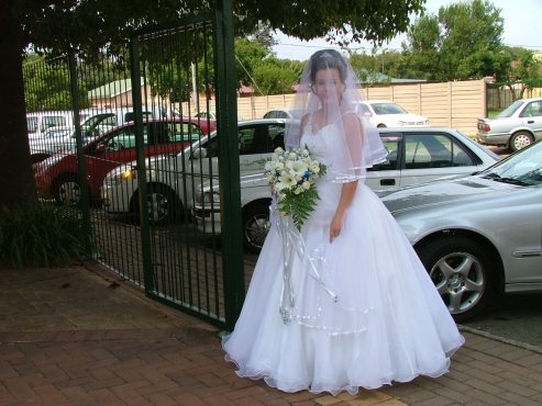 Wedding Dress For Sale (Size 14 - 16)