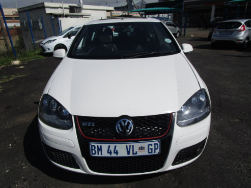 A Vw Golf 5 Gti 2 0, with sunroof, 2008 model, 82000km