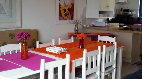 Mosselbay -Danabay -selfcatering guest flats available  from 5th Jan 2020   for monthly rentR6000included is dstv electr. linnen towels weekly cleaning
