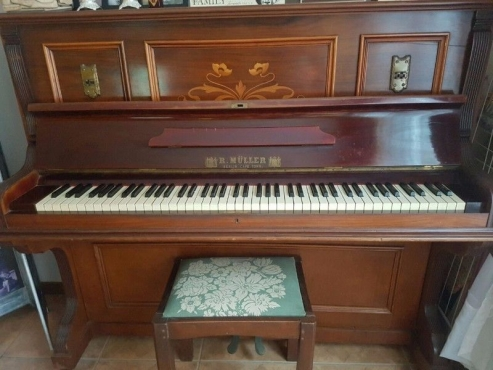 R.Muller Piano - Excellent Condition