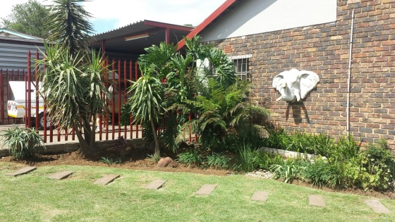 3 BEDROOM HOUSE WITH FLAT (OWN ENTRANCE)