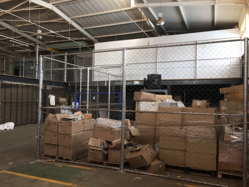 1220m2 FACTORY / WAREHOUSE FOR SALE IN A SECURE INDUSTRIAL PARK IN MIDRAND!