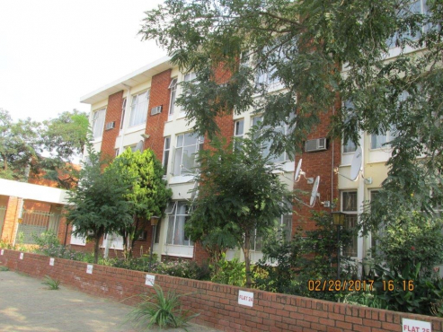 Bachelor flat in Park Road - walking distance from UOFS and CUT! Excellent Investment
