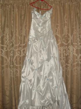 Wedding dress and farewell dress