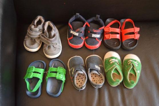3 pare seuns skoene te koop