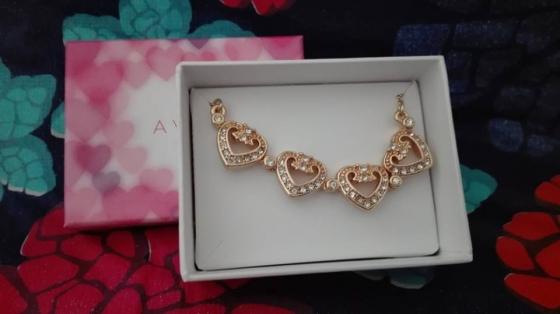 Avon gold hearts bracelet