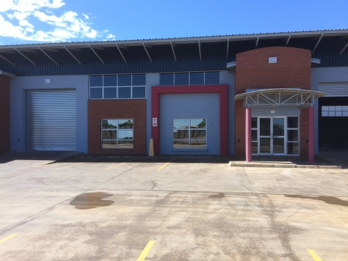 RECENTLY RENOVATED 644m² WAREHOUSE TO RENT IN BLOEMFONTEIN