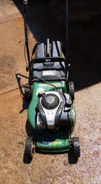 Trimtech petrol lawnmower with Briggs & Stratton 550E 140cc