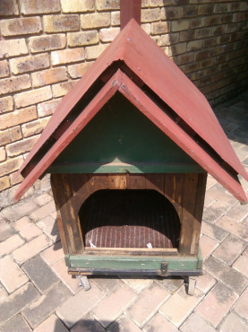 Doghouse  for medium size dog, for sale.