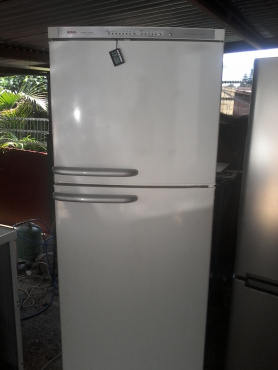 Bosch fridge/freezer 410lt