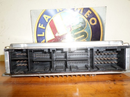 ALFA ROMEO 156 2.5 v6 24v computer box for sale Keys and ignition also available contact 0764278509