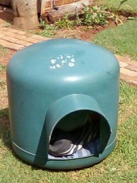 Gebruikte groen plastiese honde hok te koop