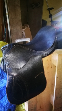 New trident saddle
