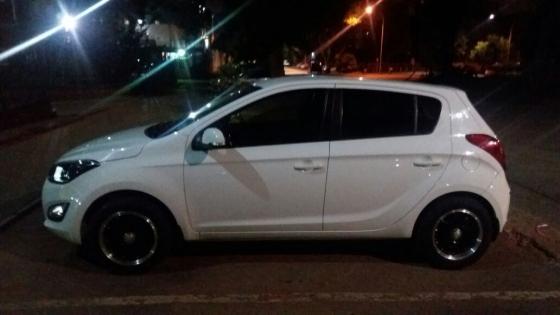 2013 white Hyundai i20 for sale neg.   Junk Mail