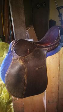 2 trident saddles