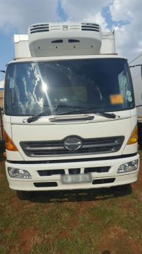 2006 HINO 15-258 FRIDGE BODY WITH SIDE DOOR