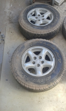 jeep tyres secondhand for sale R350 EACH