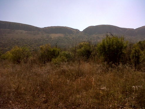 1 Hectare on busy road 6km East of Hartbeespoortdam