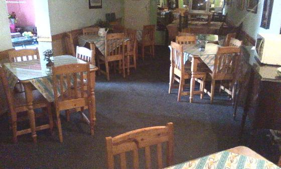 Gemeubeleerde kamers met etes. Kroeg, Gratis Wifi. Germiston.