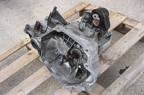 Chrysler Neon Control 1.6 complete manual Gearbox  for sale  Contact 0764278509  whatsapp  076427850