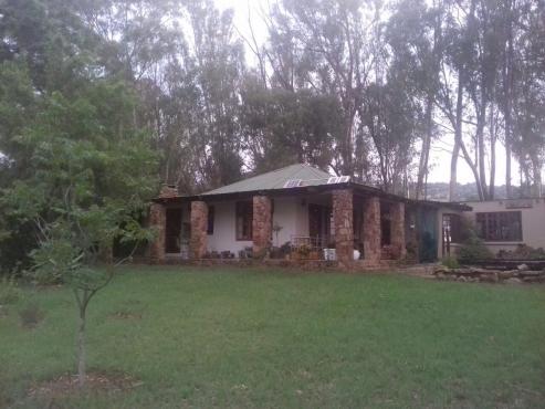 19ha plot with lovely farmhouse in hartebeespoort