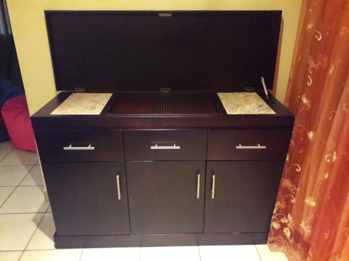 Sideboard with hotplate