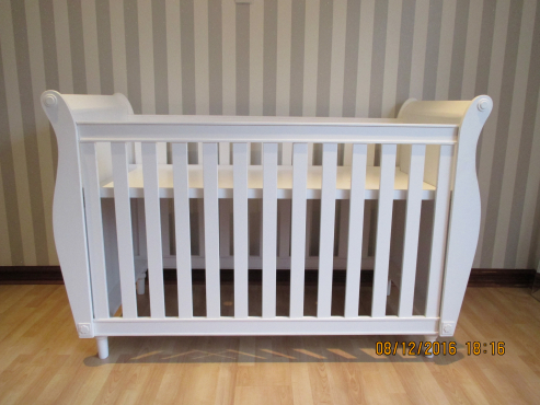 New large cot with drawer