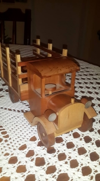WOODEN TRUCK SHOOTER-GLASS HOLDER
