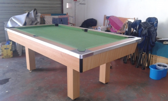 pooltable with cover sticks and balls R2500 neg