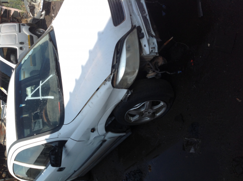 Stripping Opel Astra Classic CDE 2000 for spares