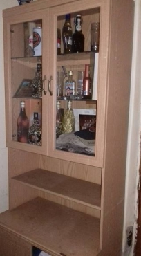 Kabinet met glass deure