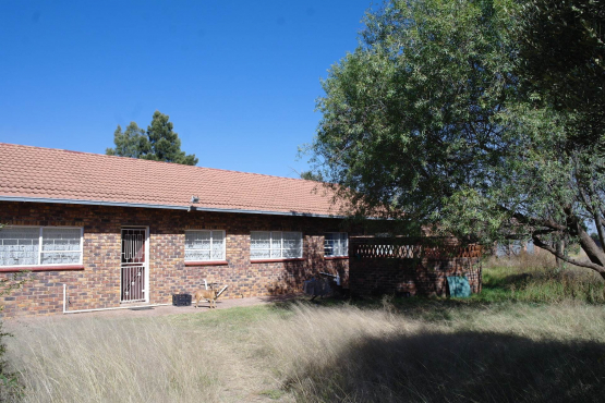 Ten Acre Randfontein big house 3 big bedrooms