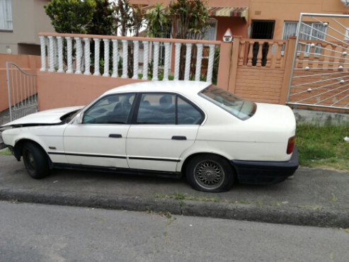Bmw 525i E34 Spares For Sale Hole Car For Spares Junk Mail
