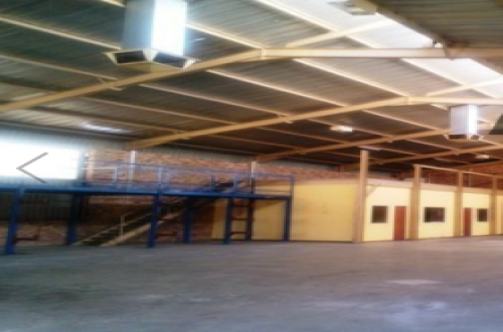 427m Well maintained secure warehouse