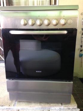 Bosch 4 plate Gas stove and Oven fully Gas good condition