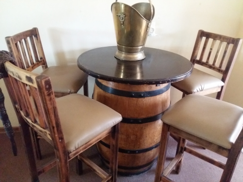 Keg wooden barrel with 4 bar chairs