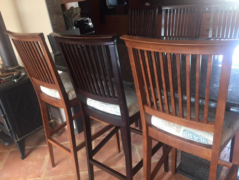 Bar Chairs / Stools x 6