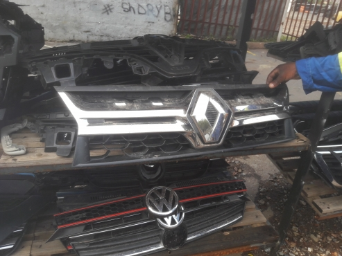 Good condition Genuine clean renault duster grille for sale   Junk Mail