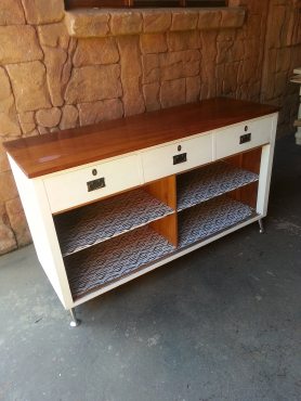 Two Tone Buffet Server (1600x570x930)