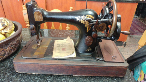 Vintage 40 Singer Sewing Machine For SALE Junk Mail Simple Vintage Singer Sewing Machine For Sale